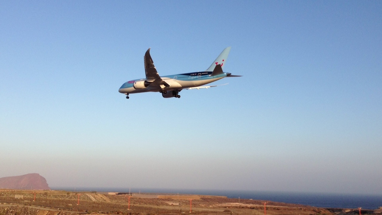 Aeroporto Tenerife Sud : Dreamliner´s first landing at tenerife south airport stans blog