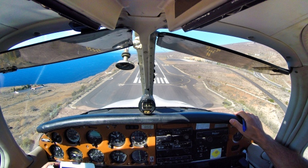 Final RWY 27 at La Gomera