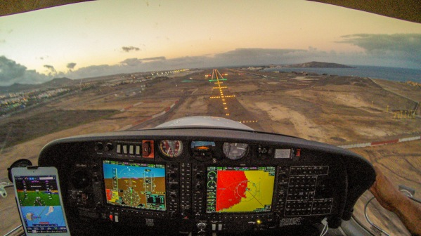 Fighting some crosswind on final RWY 03L into Gran Canaria (W 360/20 G30)