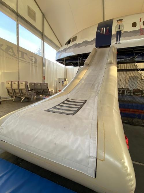 Emergency slide A320