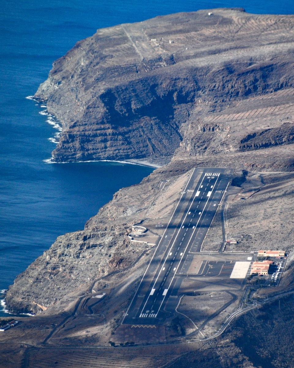 Aeropuerto de La Gomera & Aerodromo El Revolcadero